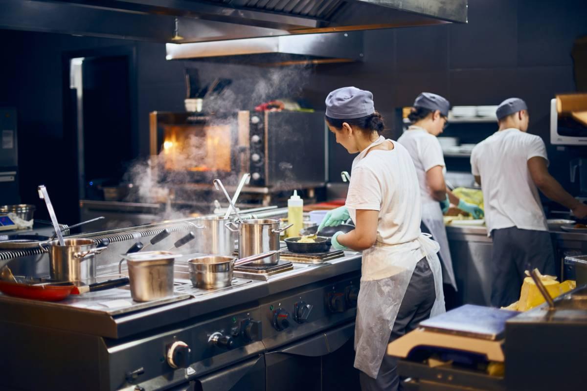 Matériel de cuisine professionnel : quels sont les équipements indispensables ?